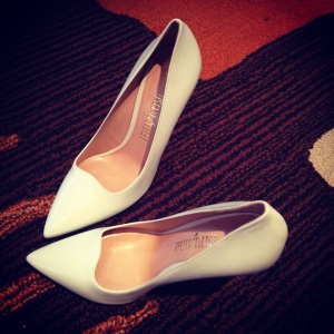 beyond in love with these White Vixen pumps with scallop detailing.